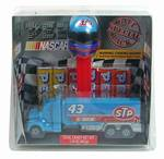 PEZ - Richard Petty / STP Hauler
